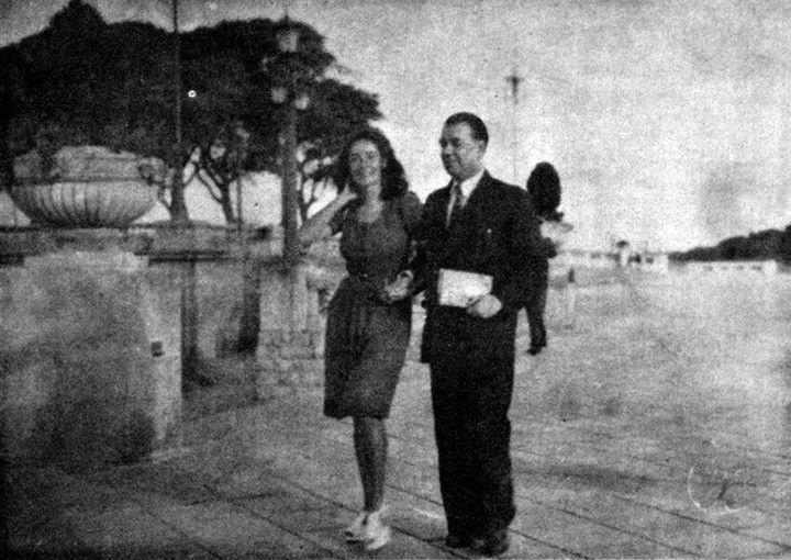 Estela Canto: la historia de la musa infinita y rebelde de Jorge Luis Borges.... una noche de verano, al salir de la casa de Bioy, tartamudeó Borges: ─¿No te gustaría que camináramos unas cuadras? Tomaron por la avenida Santa Fe. Al llegar a Plaza San Martín, donde vivía Borges (Maipú 994, sexto piso), Borges la miró: ─La sonrisa de la Gioconda y los movimientos de un caballito de ajedrez ─le dijo, en inglés─. Es la primera vez que encuentro una mujer a quien le gusta Bernard Shaw. ¡Qué…