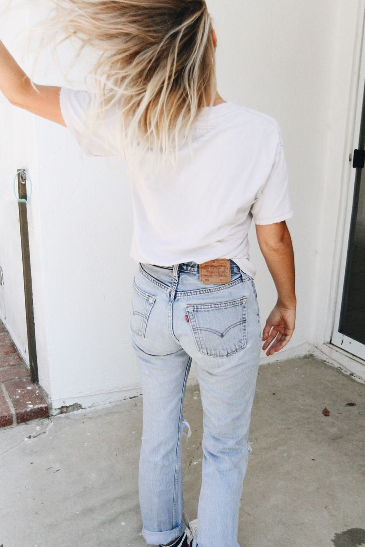 Vintage Levis 501 & worn out shirt. Via Mija