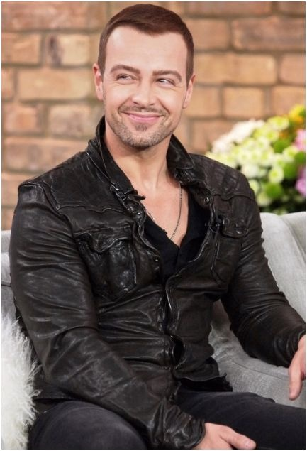 Joey Lawrence! My mom's bff's husband! I miss you Mr. Joey, Mrs. Chandie Lawrence, Charlie Lawrence, and Libby Lawrence! Ready4 the Christmas card!