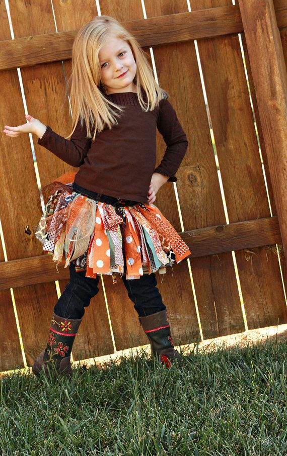 Such a cute fall skirt!