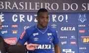 src=Xhttp://s04.video.glbimg.com/180x108/6021671.jpg> Zagueiro Digão assina contrato de três anos com o Cruzeiro e é apresentado na Toca Xhttp://globotv.globo.com/rede-globo/globo-esporte-mg/v/zagueiro-digao-assina-contrato-de-tres-anos-com-o-cruzeiro-e-e-apresentado-na-toca/6021671/