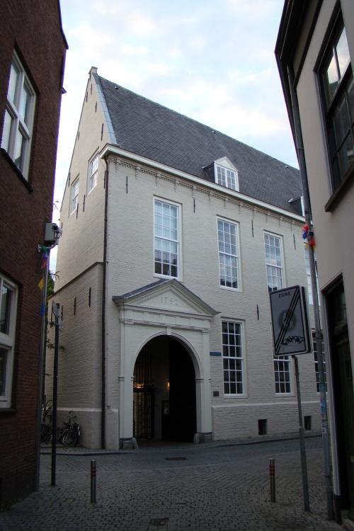 Het Huis van Brecht. Dit stenen hofhuis (14e eeuw) is het oudste van Breda: