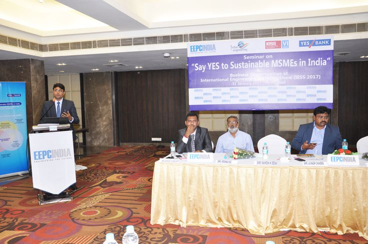 Shri Avinash Chandra, Vice President – Strategic Business Unit, Yes Bank, delivering a presentation on financial aspects and various banking services offered.