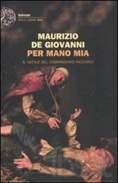 Una Napoli inedita fa da sfondo a Per mano mia di Maurizio De Giovanni (Einaudi 2011) sferzata dal vento gelido e immersa nell'atmosfera natalizia...(Giuditta)
