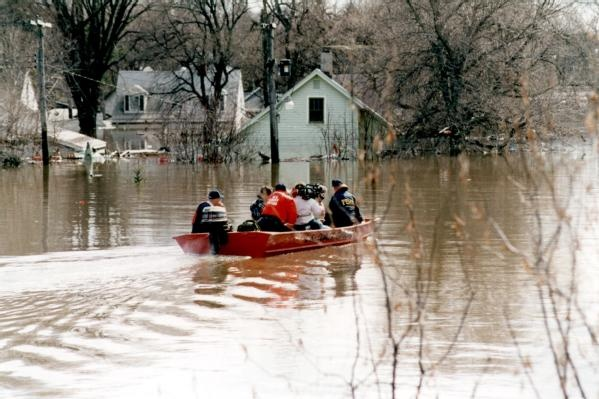 East Grand Forks, Minn., 04/01/1997 -- The U.S. Coast Guard patrols the flooded streets of East Grand Forks, MN. Photo by: DAVID SAVILLE/FEMA News...