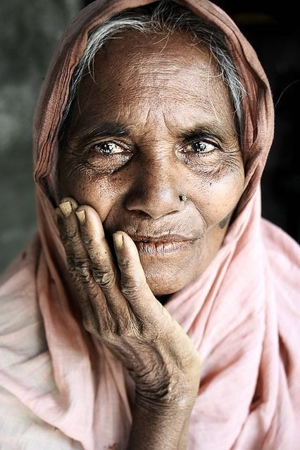 Woman from Myanmar, female, oldie, hand, fingers, wrinckles, aged, a face that have lived, face, portrait, photograph, photo
