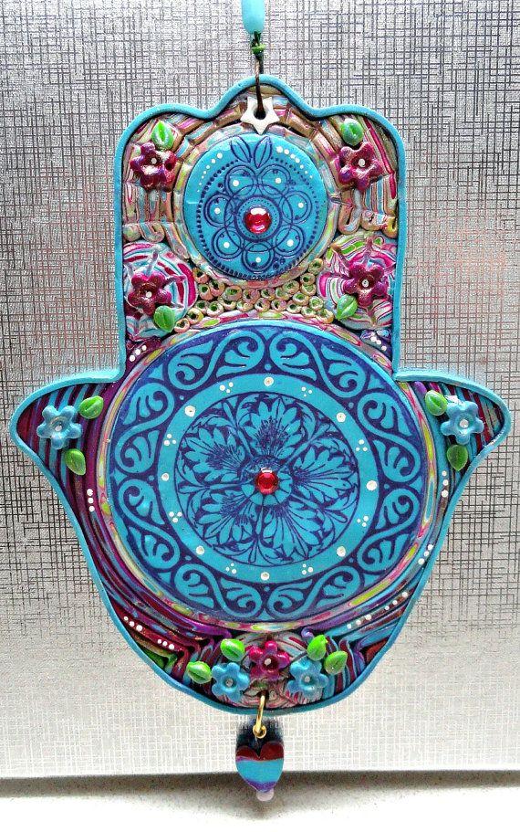 ⊰❁⊱ Mandala ⊰❁⊱ HAMSA: Arcilla de polímero decoración turquesa y púrpura de casa OOAK Judaica por Artefyk