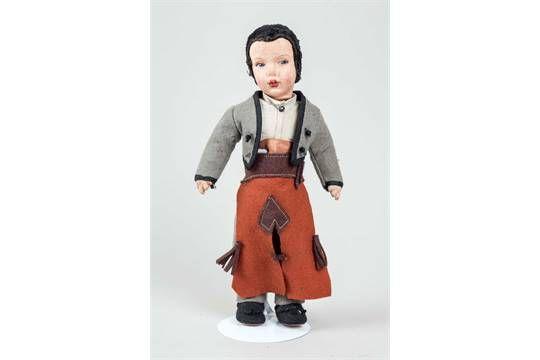 chiri new. Publicacon dice: Curioso muñeco argentino antiguo de gamuza, vestido de gaucho. 24 cm de alto. Los pequeños deterioros producidos por la polilla. Falta ONU Botón de la chaqueta.