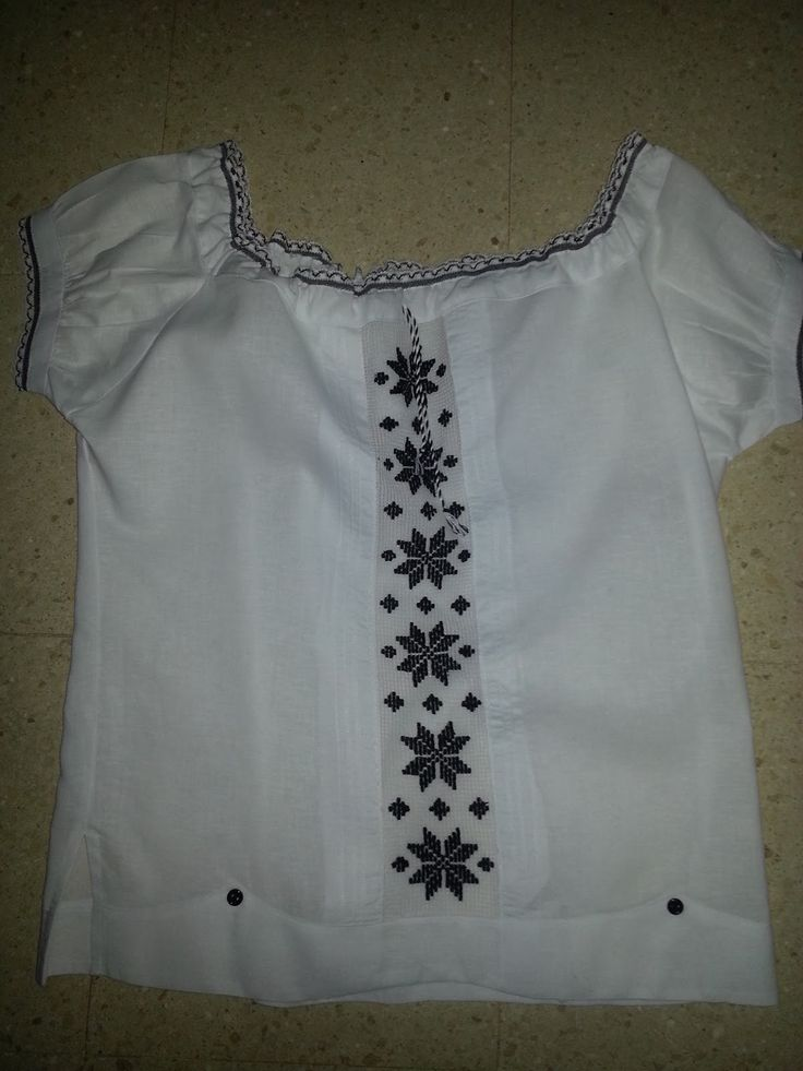 La Camisola Estilizada es una prenda típica panameña que lleva la esencia pura de nuestro traje nacional: LA POLLERA, y va dirigi...