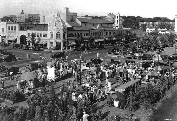 History of the Plaza Art Fair, started in 1932