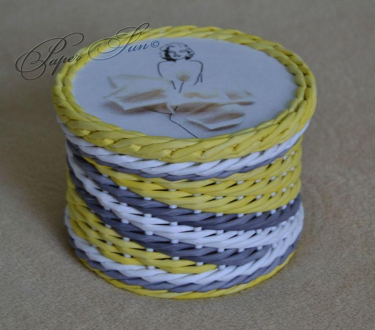 ситцевое плетение на стойках, кратных 3 и +/- 1стойка на смещение. В ряду 4 раза меняла цвет