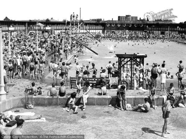 Open Air Swimming Pool, Enfield, 1955. Enfield Town used to be a small market town in the county of Middlesex on the edge of the forest about a day's travel north of London. As London grew, Enfield Town and its surrounds eventually became a residential suburb, with fast transport links into central London. #history #sports #photography #swimming