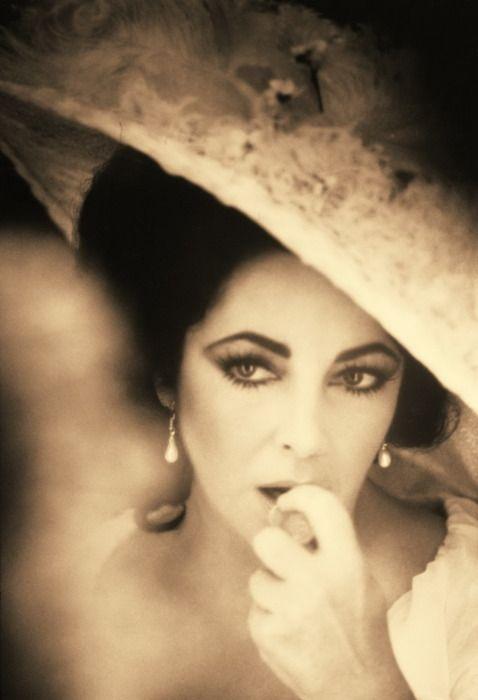 Liz Taylor: Hats, Elizabeth Taylors, Vintage Glamour, Beautiful, Elizabethtaylor, The Liztayl, Style Icons, Girls Fashion, Liz Taylors