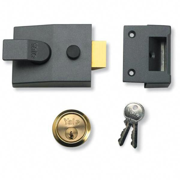 The Yale 89 Rim Nightlatch With Dmg Case Polished Brass Cylinder Is One Of The Most Widely Used Front Door Latch Yale Locks Door Lock Security Security Locks