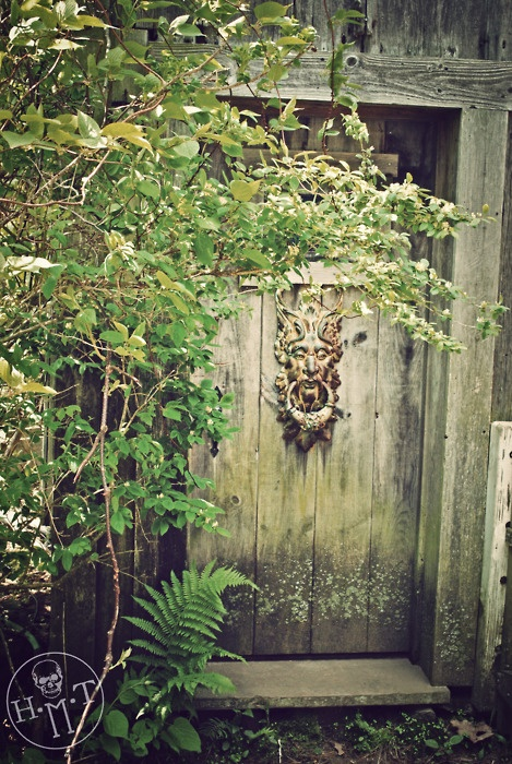 Maine Farm Door - luv this door knocker--some form of door adornment might be an artsy touch.