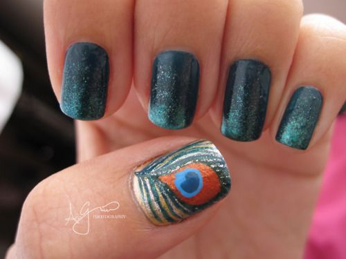 Gotta try this. Hot.Peacock Feathers, Accent Nails, Nails Design, Nail Designs, Nails Polish, Peacocks Nails Art, Feather Nails, Peacocks Feathers, Feathers Nails