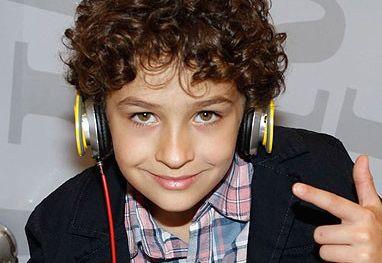 Guilherme escutando musica