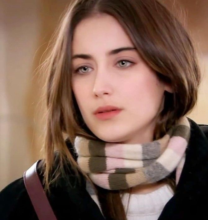 Hazal Kaya actress