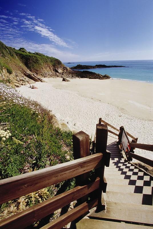 Herm Island, Guernsey's closest neighbour x