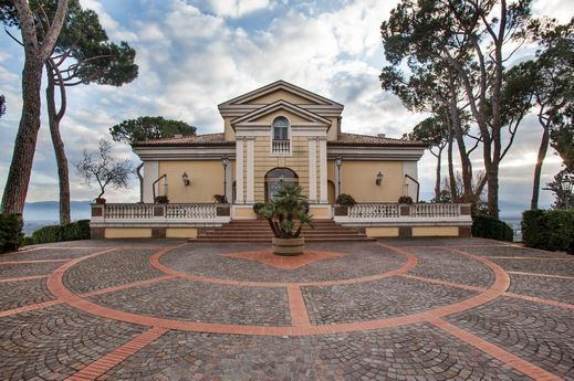 I liked this estate in Ceprano, Italy
