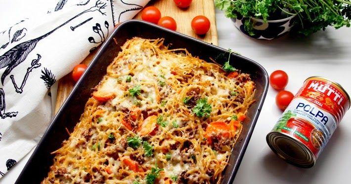 Jauheliha ja spagetti on sopiva parivaljakko. Nyt en tehnyt pastaa, vaan laatikkoruokaa tarkemmin spagettivuokaa. Tästä tuli mehukkaan...