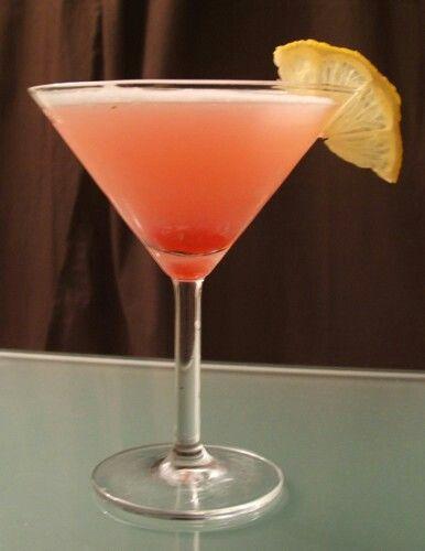 Lady Pink:   50 cc Gin  1 Dash de Granadina  1 Dash de Crema de Leche  1 Dash de Jugo de Limón  1 Clara de Huevo  Combinar todos los ingredientes en una coctelera con hielo. Batir y servir en copa de cóctel