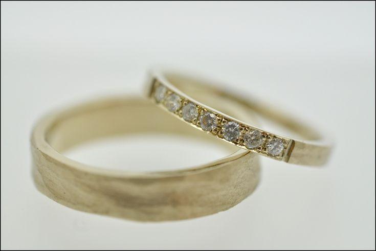 Trouwringen | Juweliers Claessens Handmade alliance in 18kt champagne gold - diamonds - rough structure Alliance bezet met briljanten in 18kt champagne goud afgewerkt in een ruwe structuur