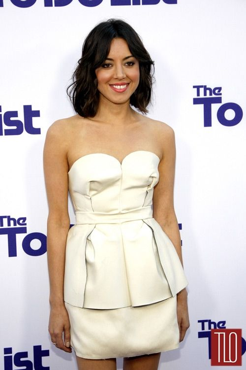 Aubrey Plaza wearing boob dimples. Your muffins have collapsed!!!