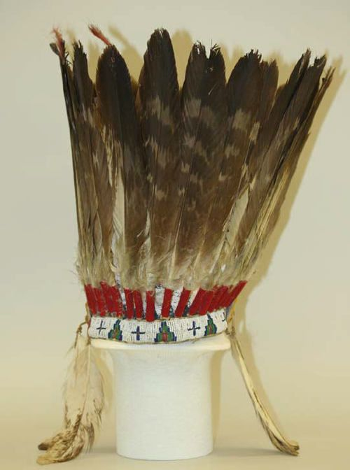 Cheyenne straight up bonnet metro must of art part 4 for Cheyenne tribe arts and crafts