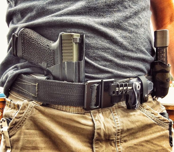 @lunarconcepts Foundation Belt w/ quickie buckle is holding everything together as always.  #WiseMen #2a #edc #edcgear #everydaycarry #gunlife #pocketdump #igmilitia #pewpew #gear #comeandtakeit #wiseguy #glock19 #knivesdaily #pockettools #multitool #guns