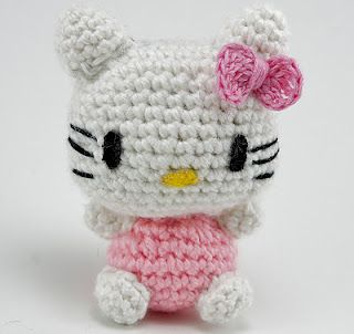 Palm sized crochet 'Hello Kitty' pattern! This is adorable, perfect as a little gift to a friend <3