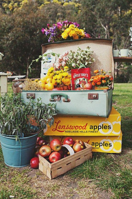 Idea para decorar tu boda maletas y cajas antiguas con - Cosas antiguas para decorar ...