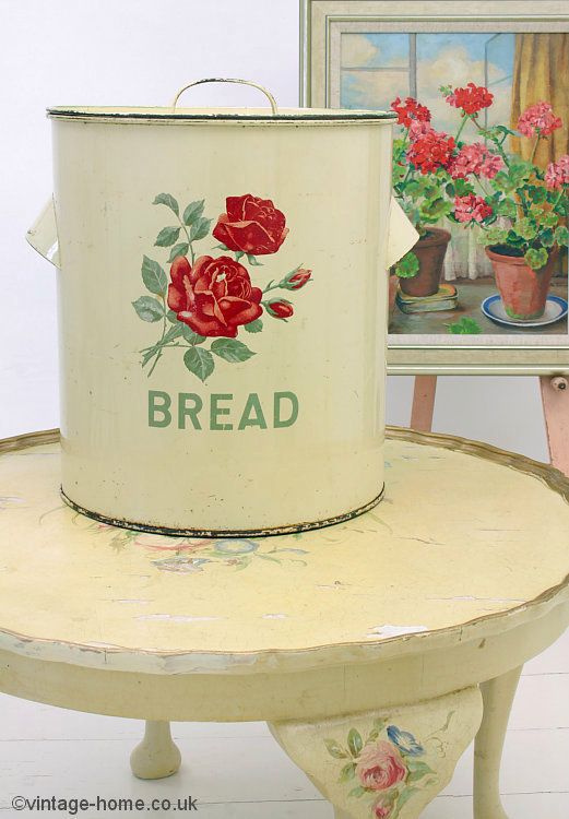 This is a rare and beautiful 1940s bread bin made by Worcester Ware, a renowned manufacturer of British period decorative and practical kitchen wares. This very large bread bin is decorated to the front with a spray of red roses and rosebuds with the word 'BREAD' beneath. has a light cream finish with green edging to the lid. The cup style handles at the side are very much of the era with their deco styling. The Worcester Ware name is impressed into the base.