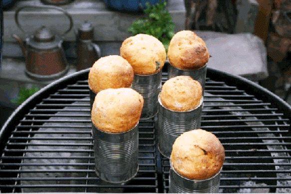 Bij een barbecue wordt vaak stokbrood als bijgerecht geserveerd. In dit recept maken wij busbrood met geroosterde tomaat of knoflook om onze gasten eens compleet te verwennen en te verassen. Ingrediënten: - 1 kg tros of pomodorito tomaten - 1 bol knoflook...