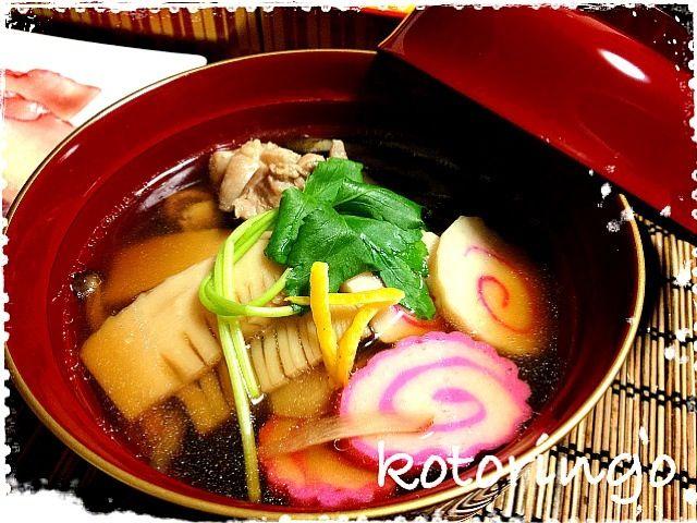 あたしは雑煮にはセリ‼ でもセリがどこにも無かった〜  みなさんのお雑煮を見てると色んなのがあるね〜 味噌仕立てだったり、具材が様々だったり  あたしは、かしわ、ごぼうの笹がき、椎茸、竹の子、なると、柚子 そしてセリ セリ入りの雑煮が食べたかったよー - 97件のもぐもぐ - お雑煮 by kotoringo9625