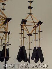 """Detalj. Från utställningen """"Orons poesi:2"""". Halmkronor och textila verk av Per-Åke Backman. Halmens Hus 2/6-31/8 2012."""