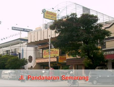 Pusat oleh-oleh Jl. Pandaran   Semarang.