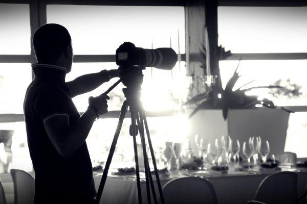Una delle cose che rimarranno per sempre e che vi faranno rivivere attimo per attimo il vostro matrimonio in spiaggia in Campania è il servizio fotografico.