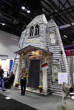 Diy halloween backdrop ideas haunted house startup the for Homemade haunted house effects