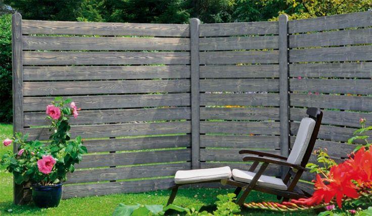 Die Holz Sichtschutzelemente Elbe sind aus der Kiefer und Fichte gefertigt. Der Sichtschutz ist Silbergrau lasiert und gebrüstet, der Vintage ist sehr modern und angesagt. Die Zaunserie besteht aus zwei Zaunelementen in den Maßen 180 x 180 cm und 90 x 180. Diese und weitere Sichtschutzzäune finden Sie unter http://www.meingartenversand.de/sichtschutz-holz.html