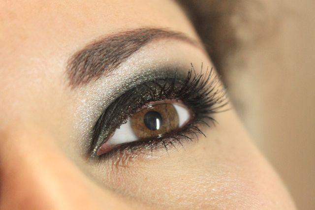 sotade ögon med svart ögonskugga, tycker denna bidl visar precis hur min ska vara och hur min ögonskugga ska vara :)