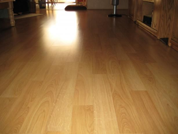 Laminate Floor Cleaner: No harsh chemicals! This homemade cleaner will make your floors look bright and streak free.