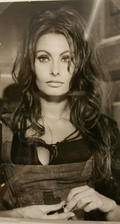 Sophia Loren - could she be any more gorgeous? Look at that hair too