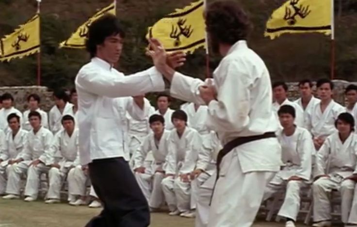 Wing Tsun Kung Fu nyelven ez Pak-Kuen!  Neked is ez a kedvenc jeleneted, de a…