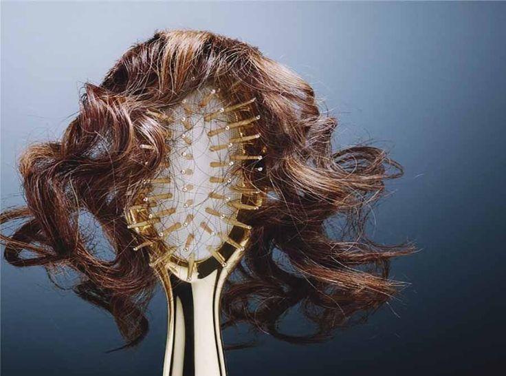 Saç dökülmesi bir çok insanın ortak problemi olmuş durumda. Saç dökülmelerinin psikolojik ve fiziksel nedenleri vardır.