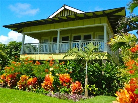 Nothing more beautiful than an Hawaiian home, with all the gorgeous tropicals...