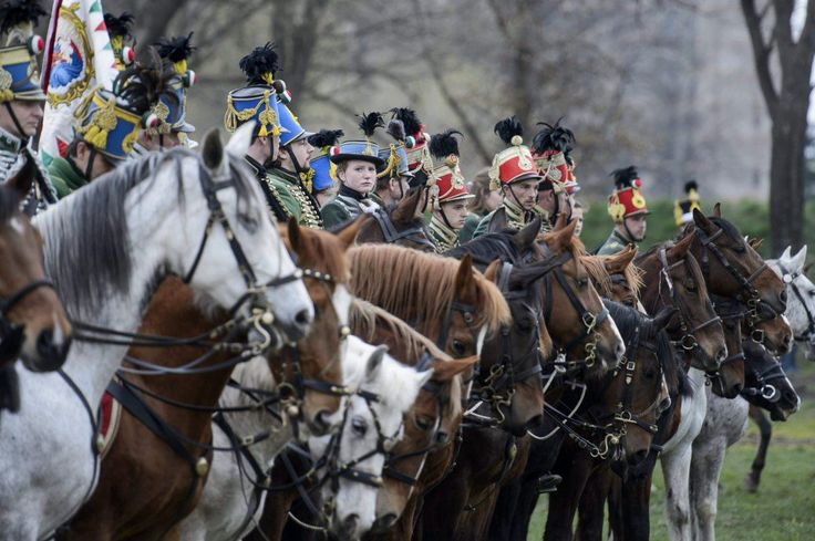Hagyományőrző lovas huszárok a hatvani csata 166. évfordulójának alkalmából rendezett hadibemutatón