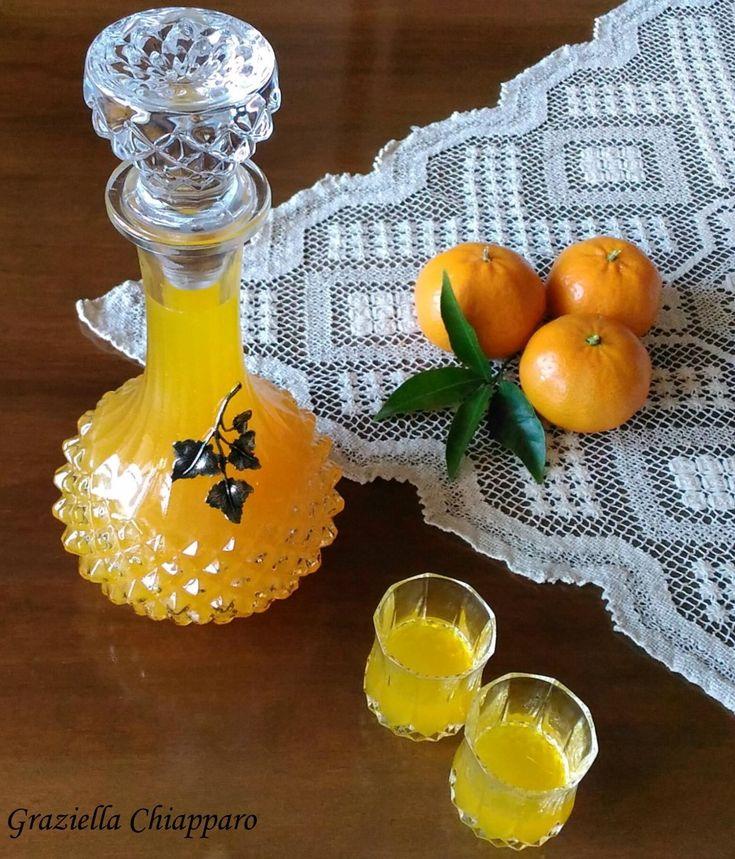 Una ricetta semplice e veloce per un ottimo liquore al mandarino fatto in casa.