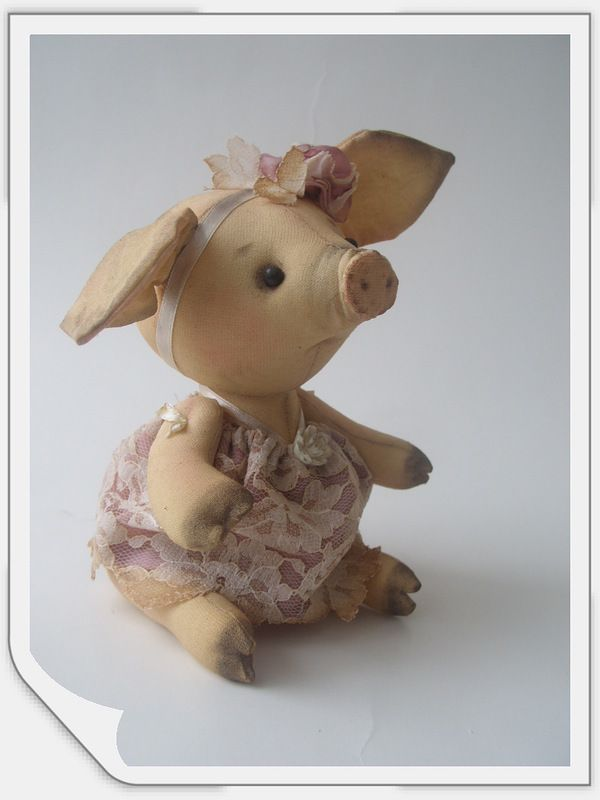 pig from the Tilda books. Does anyone know where to find the pattern for this piggy?