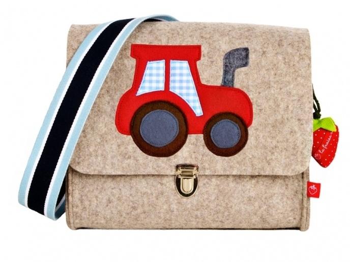 Kindergartentaschen sind nicht nur schön, sondern auch praktisch - und zumindest letzteres stimmt ja auch für die großen Maschinen, die kleine Jung...